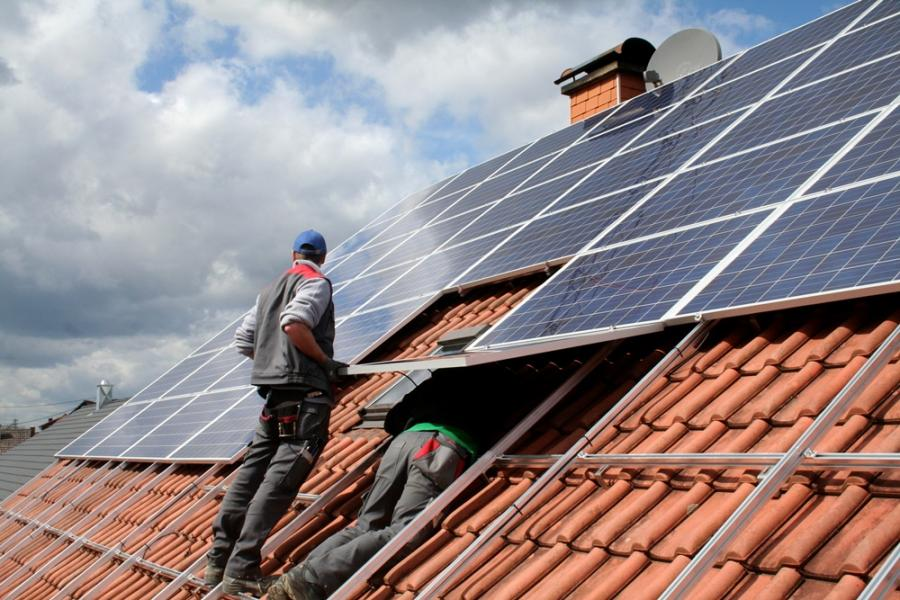 Rendement zonnepanelen sparen of beleggen in kaart gebracht